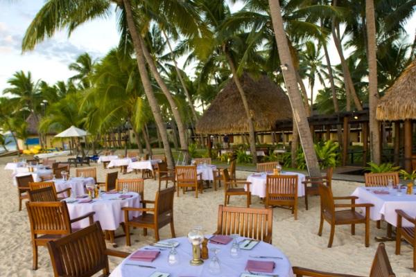 Relaxing in Fiji Resort Luxury