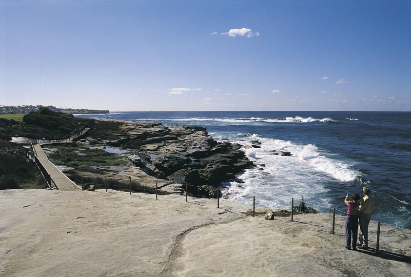 The Coogee to Bondi walkway (photo: Destination NSW)