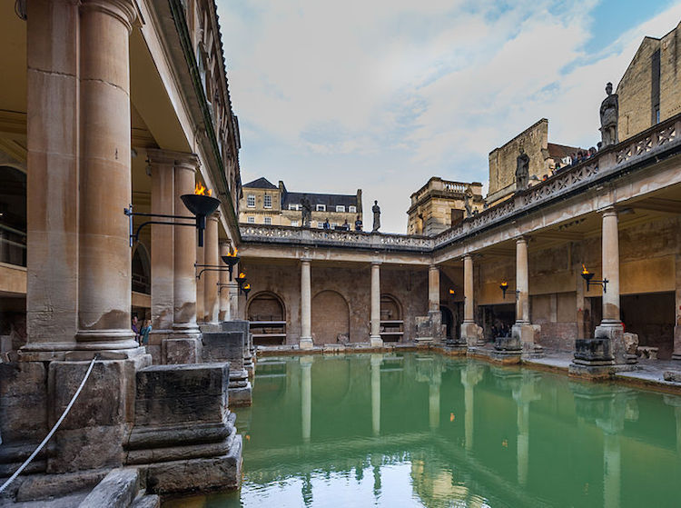 Roman Baths, Bath. Photo: Diego Delso, Wikimedia Commons CC-BY-SA 3.0