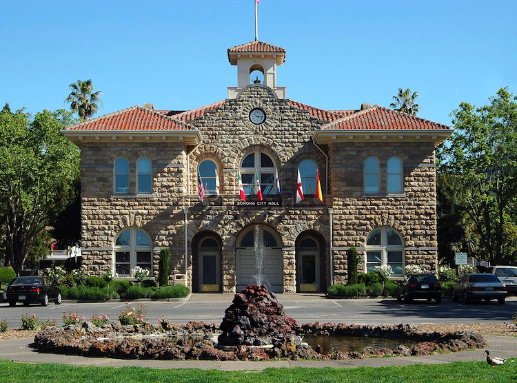 Sonoma City Hall. Credit: Wikicommons.