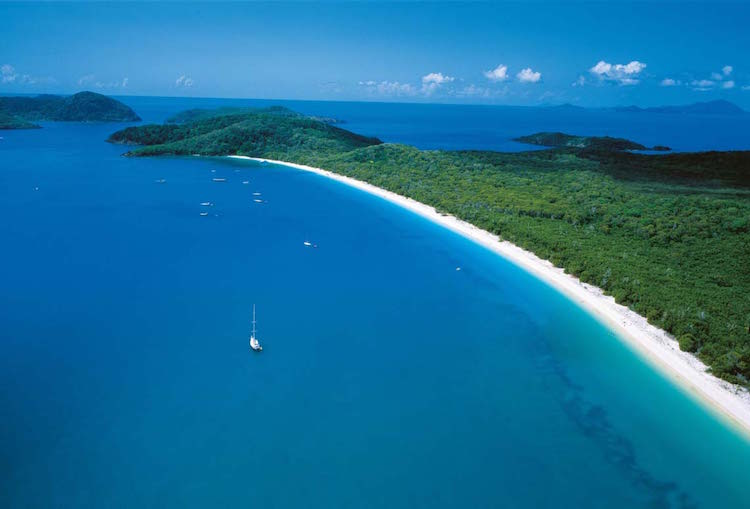 Sailing the Whitsunday Islands. Credit: iStock.com