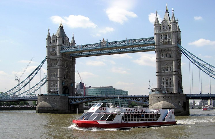 A City Cruises boat passes Tower Bridge. Credit: WikiCommons.