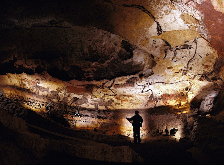Inside the Lascaux Cave reproduction, Lascaux 2. Photo: Bayes Ahmed / Flickr.com